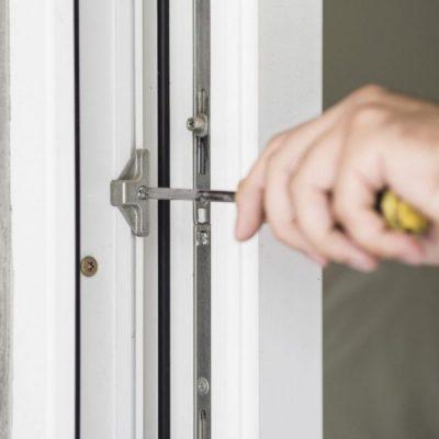 Türen und Fenster vom Fachmann einstellen lassen